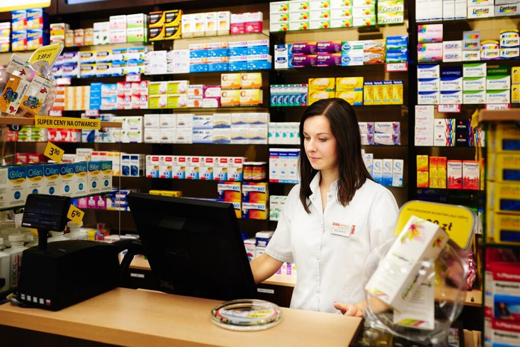 farmaceuta podczas pracy zdjęcia